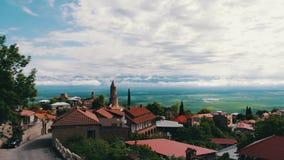 Vista da parte superior de um vale pitoresco de Alazani Sighnaghi, Geórgia Vista panorâmica na paisagem da cidade filme