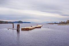 Vista da plataforma de flutuação na baía da ostra, cidade de Ladysmith, BC, com Fotografia de Stock Royalty Free