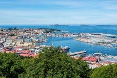 Vista da plataforma da visão para a cidade bonita de Vigo g