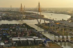 Vista da ponte de Bhumibol foto de stock royalty free