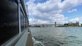 Vista da ponte de Brooklyn como visto da balsa de East River filme