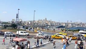 Vista da ponte de Galata em Istambul da mesquita de Eminonu Foto de Stock
