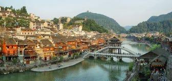 Vista da ponte de pedra em Fenghuang foto de stock