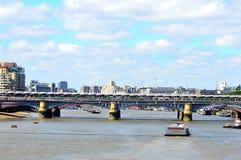 Vista da ponte de Southwark Fotos de Stock