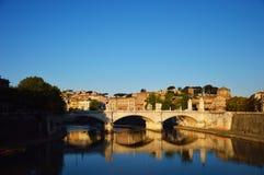 Vista da ponte de Vittorio Emanuele, Roma, Itália Imagens de Stock