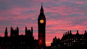 Vista da ponte de Westminster na noite e de Big Ben em Londres video estoque