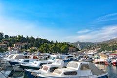 Vista da ponte e do porto na Croácia de Dubrovnik fotos de stock royalty free