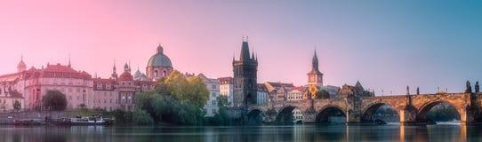 Vista da ponte Praga de Charles, República Checa imagens de stock