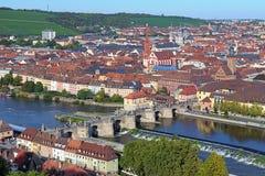 Vista da ponte principal velha em Wurzburg, Alemanha Imagens de Stock