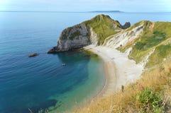 Vista da porta de Durdle na costa jurássico perto de Lulworth em Dorset, Inglaterra Fotografia de Stock