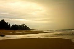 Vista da praia arenosa vazia tropical agradável Fotografia de Stock
