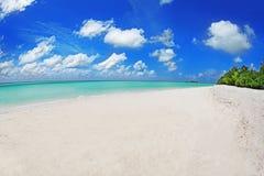Vista da praia bonita Fotos de Stock