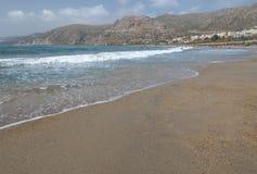 Vista da praia da areia em Palaiochora, Creta, Grécia Fotografia de Stock