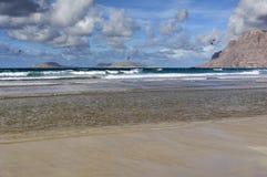 Costa da praia de Famara, Lanzarote, Ilhas Canárias, Spain foto de stock royalty free