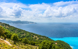 Vista da praia de Myrtos fotografia de stock royalty free