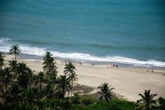 Vista da praia de Vagator do forte de Chapora em Goa imagens de stock