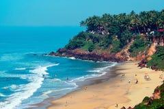 Vista da praia de Varkala do penhasco fotos de stock royalty free