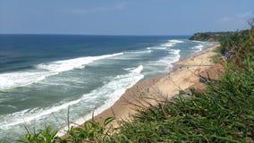Vista da praia de Varkala de um penhasco Fotografia de Stock Royalty Free