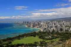 Vista da praia de Waikiki da parte superior de Diamond Head Crater, Oahu, Havaí Fotografia de Stock