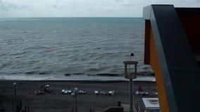Vista da praia e do mar no ascendente filme