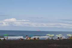 Vista da praia Encalhe a vida, veraneante na praia do borrão desejado imagem Fotografia de Stock Royalty Free