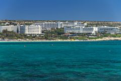 Vista da praia mediterrânea de Chipre em Ayia Napa Foto de Stock Royalty Free