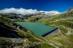 Vista da represa de Weissee em Sunny Day brilhante no verão foto de stock