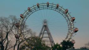 Vista da roda de ferris da terra, Viena, Áustria video estoque