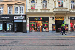 Vista da rua da compra no centro de cidade de Zagreb Fotos de Stock