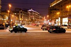 Vista da rua de Tverskaya na noite do inverno em Moscovo Imagem de Stock