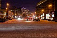 Vista da rua de Tverskaya na noite do inverno em Moscovo Imagens de Stock Royalty Free