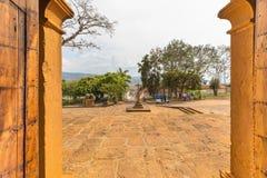 Vista da saída do Catedral De Barichara Santander Colomb imagem de stock royalty free