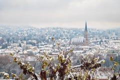 Vista da Schlossberg a Graz alla Herz-Jesu-chiesa nell'inverno Fotografia Stock