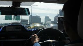 Vista da Seat posteriore in taxi Bangkok, Tailandia - 26 ottobre 2017 4K stock footage