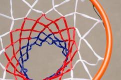 Vista da sopra di una rete e un cerchio di pallacanestro Fotografia Stock Libera da Diritti