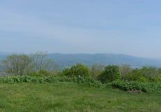 Vista da sopra la montagna: collina lontano Fotografia Stock Libera da Diritti