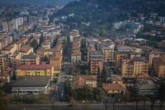 Vista da sopra sulla città di Brescia, mattina in anticipo della molla Immagine Stock
