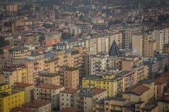 Vista da sopra sulla città di Brescia, mattina in anticipo della molla Fotografia Stock