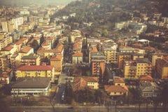 Vista da sopra sulla città di Brescia, mattina in anticipo della molla Fotografie Stock Libere da Diritti
