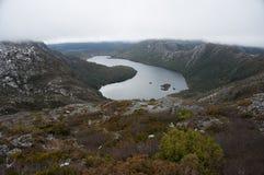 Vista da sopra sulla gamma ed il lago di alta montagna Immagine Stock Libera da Diritti