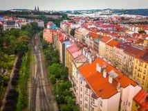 Vista da sopra sulle case e la ferrovia a Praga Immagine Stock Libera da Diritti