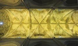 Vista da sotto delle volte gotiche, la cattedrale di Siviglia, Spagna Fotografia Stock