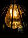 Vista da sotto di una lampadina immagini stock libere da diritti