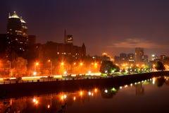 Vista da terraplenagem de Dnipropetrovsk na noite Foto de Stock