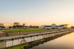 Vista da terraplenagem do rio em treinar a construção complexa de Svetlana Khorkina no complexo da universidade estadual de Belgo Imagem de Stock Royalty Free