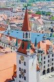 Vista da torre da câmara municipal velha em Munich, Alemanha Imagens de Stock
