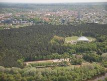Vista da torre da tevê de Vilnius (Lituânia) Foto de Stock Royalty Free