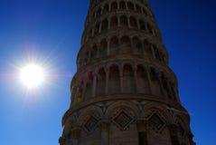 Vista da torre de Pisa em Pisa, Itália, dia ensolarado fotografia de stock