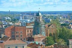Vista da torre de pulso de disparo e parte central da cidade de St Olav& x27; torre de s no castelo de Vyborg, Rússia Foto de Stock