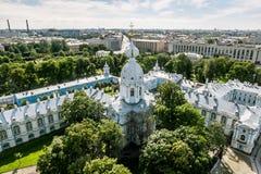 Vista da torre de sino da catedral de Smolny em St Petersburg C Foto de Stock